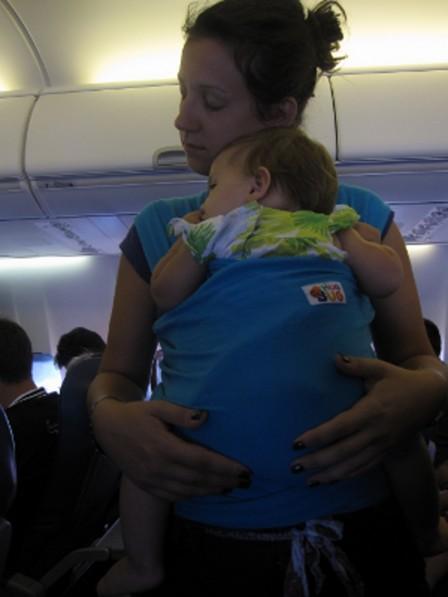 hug_bug_u_avionu_i_na_aerodromu_20120818_1283967206