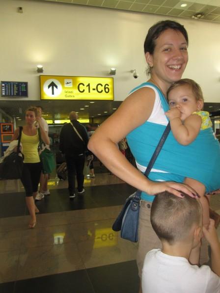 hug_bug_u_avionu_i_na_aerodromu_20120818_1514227718