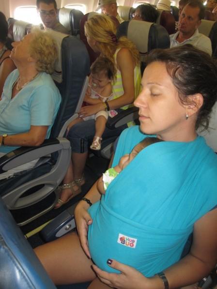 hug_bug_u_avionu_i_na_aerodromu_20120818_1800865992