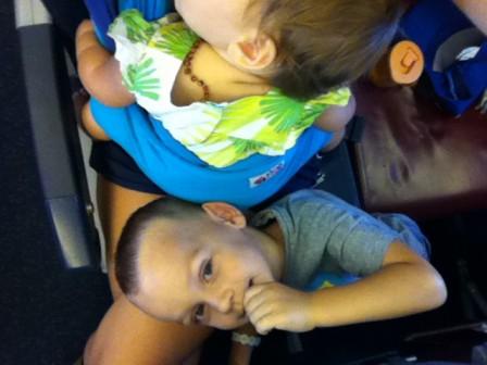 hug_bug_u_avionu_i_na_aerodromu_20120818_1847284624